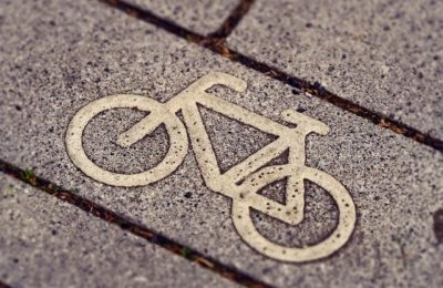 Fussgänger- und Fahrradweg am Stadion
