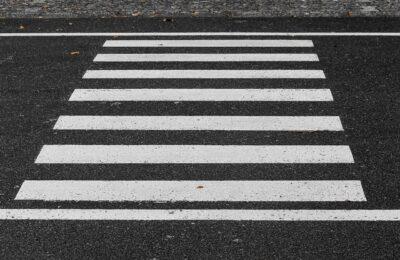Absenkung der Randsteine vor sämtlichen Fußgängerüberwegungen